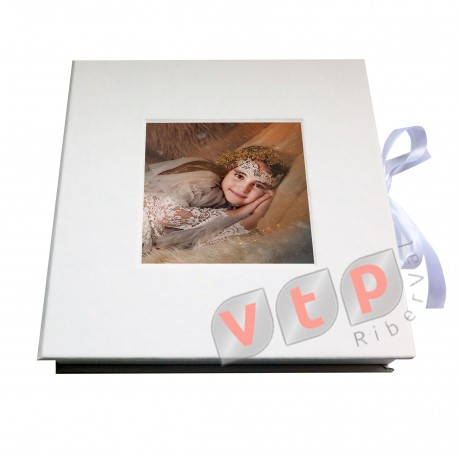 Mod IC2525B Foto PVC+Soporte+Caja Blanca Lisa con Foto Madera Blanca 4 cm con lazo